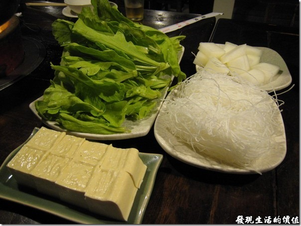 台北-魯旦川鍋。火鍋料