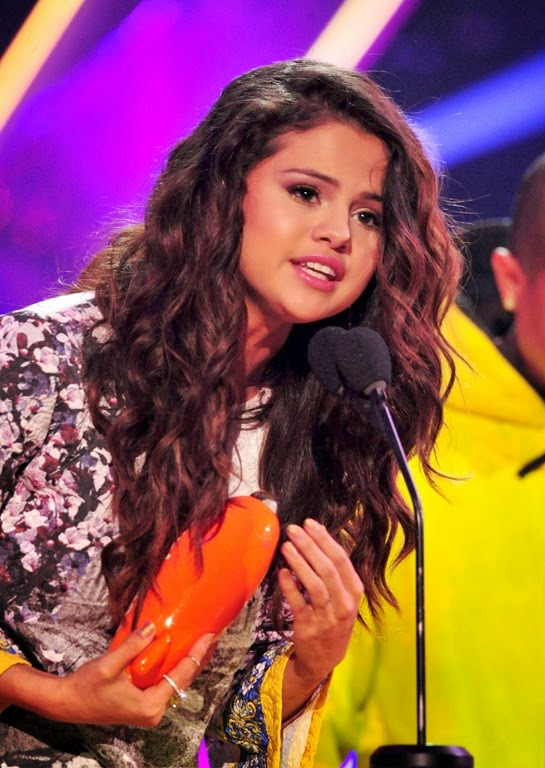 LOS ANGELES, CA - MARCH 29: Actress Selena Gomez accepts the award for Favorite Female Singer onstage during Nickelodeon's 27th Annual Kids' Choice Awards held at USC Galen Center on March 29, 2014 in Los Angeles, California.  (Photo by Frazer Harrison/KCA2014/Getty Images)