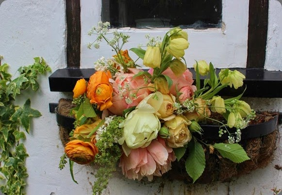 leftovers lock cottage flowers 10252156_317332225081071_1745107623946239381_n