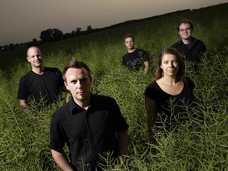 Das Calmus Ensemble: Joe Roesler, Tobias Pöche, Ludwig Böhme, Anja Lipfert, Sebastian Krause (v.l.)Foto: Calmus