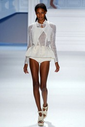 VERA-WANG-SPRING-2012-RTW-PODIUM-007_runway