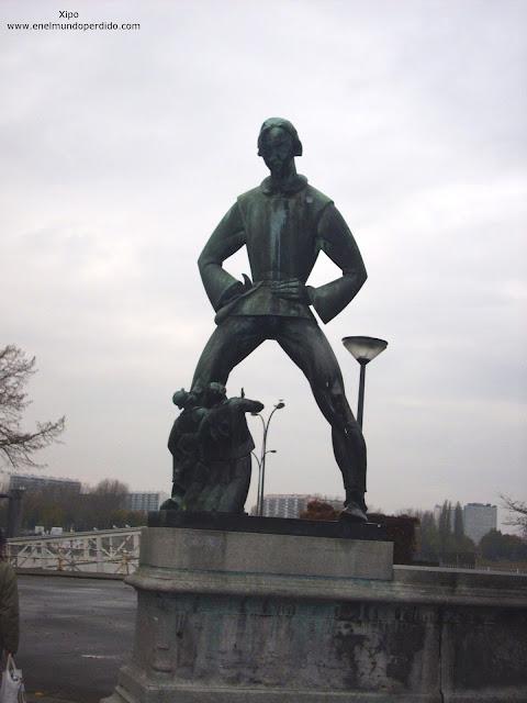 estatua-gigante-de-amberes.JPG