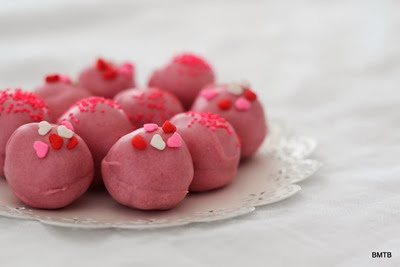 Red Velvet Cake Truffles by Baking Makes Things Better - YUM