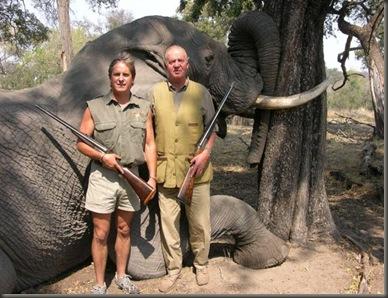 El rey cazando elefantes