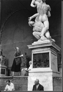 Ruth_Orkin_Staring_at_the_Statue_Florence_1951