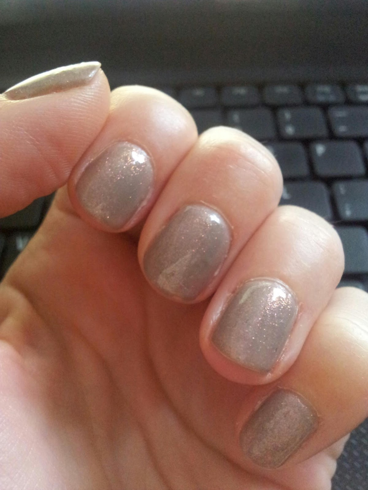 Gellux nails - glitter shell ~ Face Facts