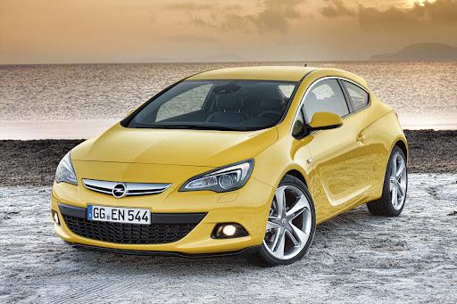 2011-Opel-Astra-GTC-01.jpg