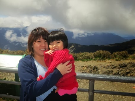 Yining and Mummy at 武岭