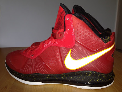 nike air max lebron 8 v2 miami heat pe 1 01 Nike Air Max LeBron 8 V/2 Miami Heat Player Exclusive