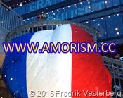 DSC02889.JPG Frankrikes flagga Sergels Torg. Med amorism