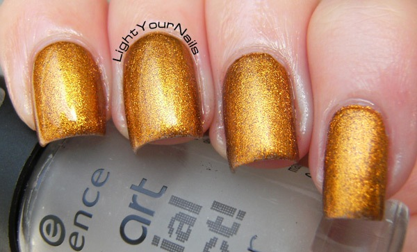 Catrice Oh My Goldness! + Essence Soft Touch Top Coat