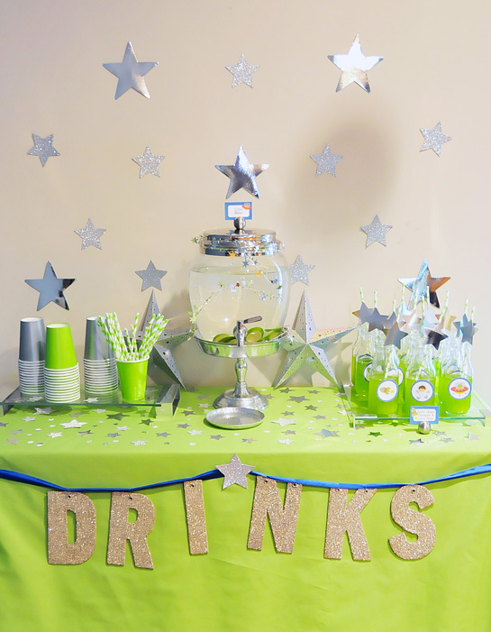 5.-drinks-table---green-alien-juice-astronaut-party-2--Fete-a-Fete