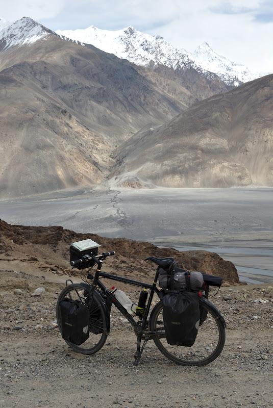 Pestre drum e Hindu-Kush-ul.