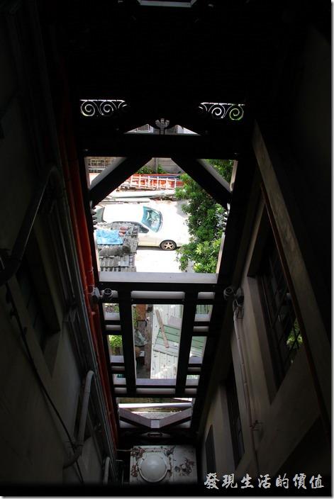 台南-林百貨。沒有記錯的話,這裡是樓梯與電梯間的空間。