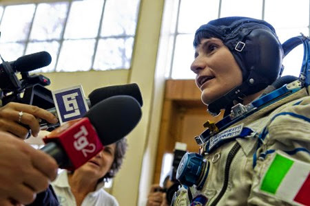 Answering media questions before Soyuz sim
