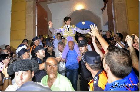 Linares salida a hombros de CASTELLA