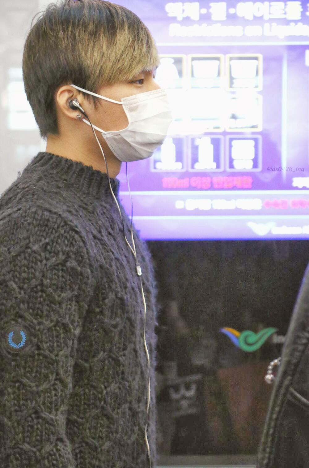 Big Bang - Incheon Airport - 06dec2013 - Dae Sung - Fan - 01.jpg