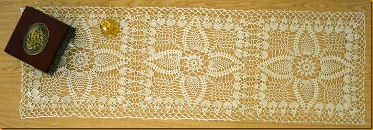 crochet pineapple lace runner