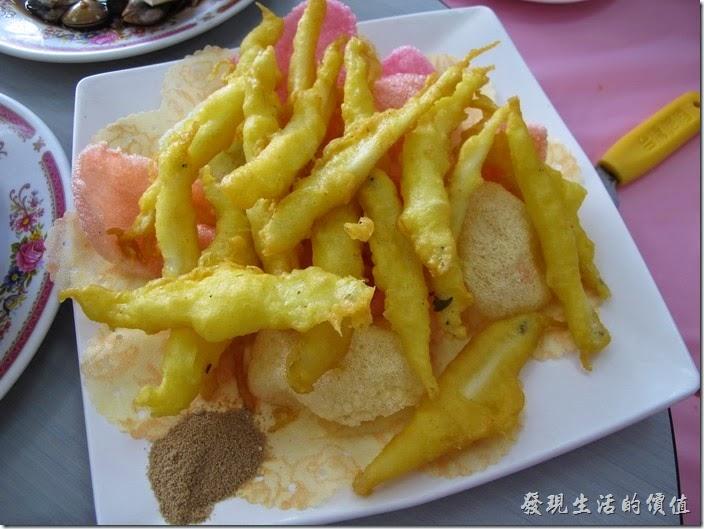 台南-和樂食堂。脆酥水晶魚,NT250。就是炸銀魚,不過吃起來似乎沒有什麼味道,有點食不知味,但是兒子們還是吃光了。
