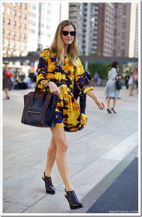 STREET-STYLE-EASY-PRINT-DRESS-FASHION-WEEK-TRIBAL-IKAT-PRINT-YELLOW-DRESS-TWO-TONE-CELINE-LUGGAGE-TOTE-ALEXANDER-WANG-SLING-BACK-BOOTS-VIA-LEE-OLIVEIRA