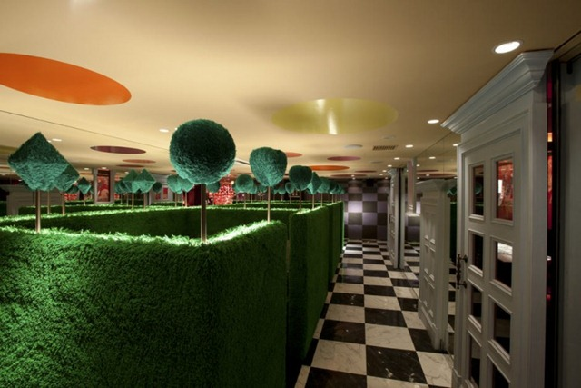 Alice-in-Wonderland-Restaurant-04-750x500