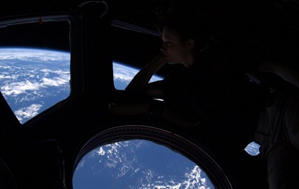 woman-astronaut-looking-at-earth-from-space-792x500