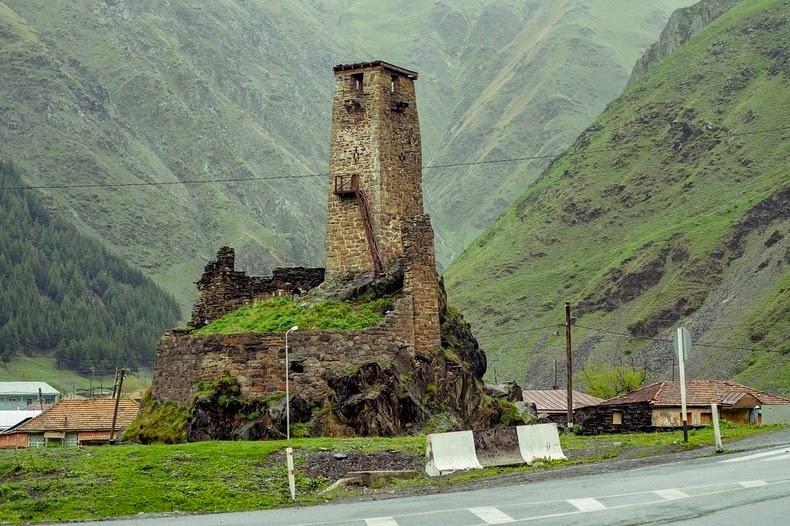 svaneti-towers-1
