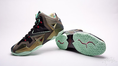 nike lebron 11 gr parachute gold 3 05 kings pride Nike LeBron XI Kings Pride   Detailed Look & Package