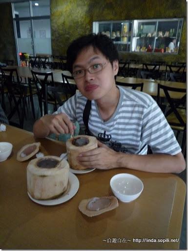 泰國芭達雅-挖椰肉