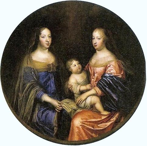 María Teresa a la derecha de su tía y suegra
