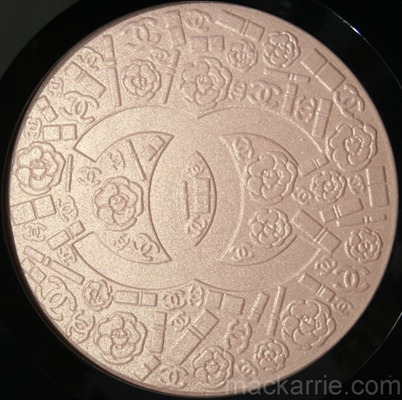 c_PoudreSigneeDeChanelIlluminatingPowder14