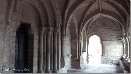 Pórtico de la iglesia de Gazólaz - Cendea de Cizur