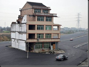 highway-build-around-house-in-china-2