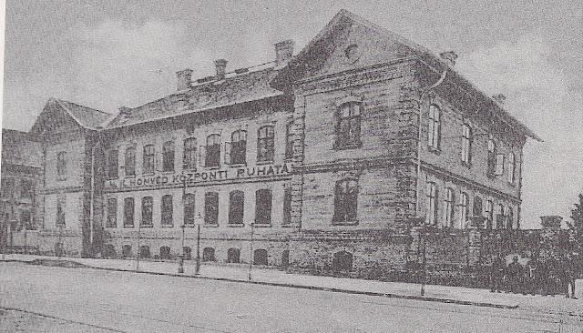 Magyar Királyi Honvéd Ruharaktár.jpg