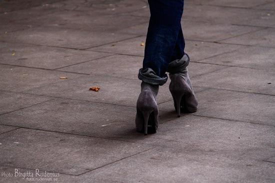 feet_20111008_grey