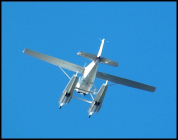 Seaplane fly in 061