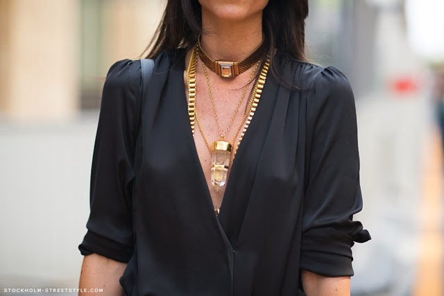 la-modella-mafia-Model-Street-Style-Lian-Kebudi-black-with-gold-chain-necklaces-1