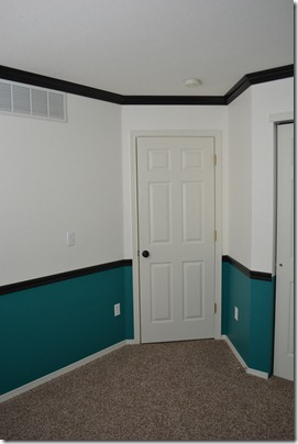 Black moldings with two tone walls