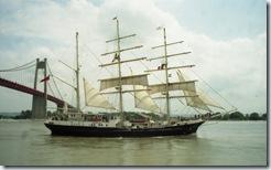 2003.07.03-161.20 voilier Tenacious sur la Seine