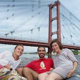 Sur le bateau pneumatique de Sebastian devant le pont Colgante construit par un français