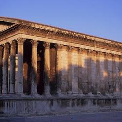 44 - Templo de la Maison Carree en Nimes