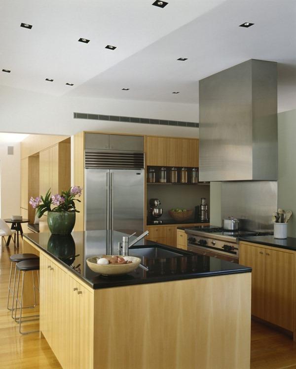 cocina-de-diseño-muebles-de-madera-encimera-negra