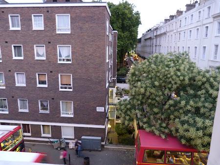 Cazare Anglia: priveliste pe geam la Easy hotel Paddington London