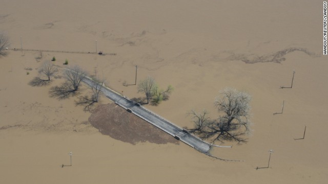 Flooding inundates a road along the Mississippi River north of Clarksville, Missouri, on Sunday, 21 April 2013, in a handout photo from the Missouri governor's office. Photo: Handout / Reuters / Landov