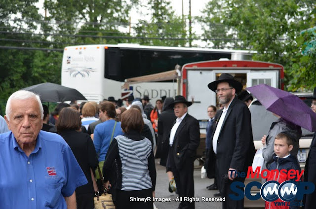 Loading the Buses in Monsey for the Siyum HaShas In MetLife Stadium (Meir Rothman) - DSC_0001.JPG