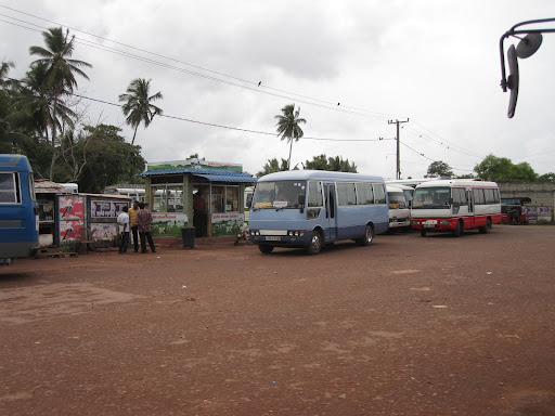 Negombo's bus station