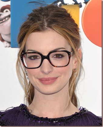 0411-anne-hathaway-wearing-glasses-on-the-red-carpet_bd-1