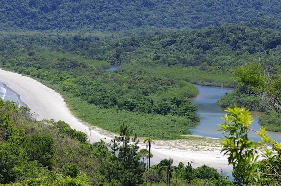 Picinguaba (Ubatuba, SP) : Rio Picinguaba et Praia da Fazenda. 5 février 2012. Photo : J.-M. Gayman