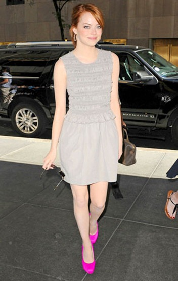 Emma-Stone-with-Neon-Pink-Shoes