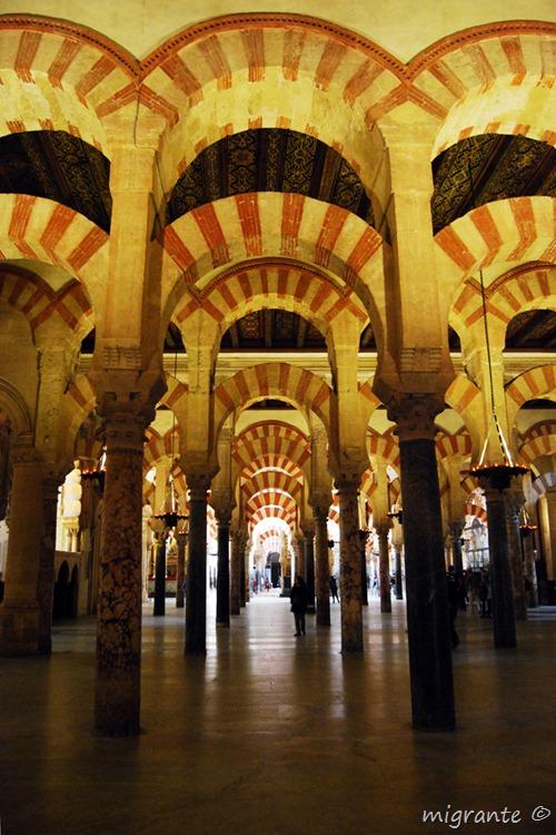 arcos tras arcos - mezquita de cordoba